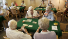 Die Senioren beim gemeinschaftlichen Kartenspiel